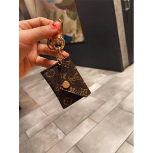 路易威登lv英国官网新款KIRIGAMI POUCH 包饰与钥匙扣M69003