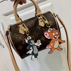 路易威登lv官方网站新款猫和老鼠米奇卡通包饰与钥匙扣