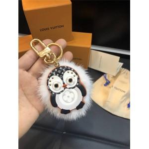 路易威登lv女包官网新款水貂毛PENGUIN 包饰与钥匙扣M69007
