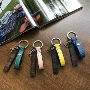 路易威登lv包官方网站新款老花棋盘格包饰与钥匙扣M68281