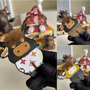 路易威登官网LV日本代购牛年牛形挂件中国新年包饰与钥匙扣