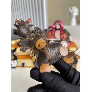 路易威登官网LV韩国代购网新款老花挂件牛年吉祥物包饰与钥匙扣