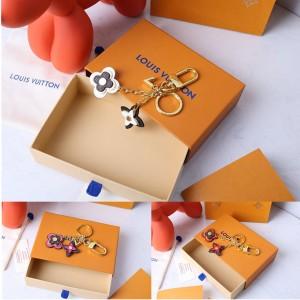 路易威登LV BLOOMING FLOWERS 包饰与钥匙扣M62788/M63084/M69566