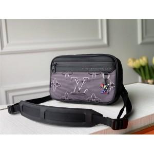 Louis Vuitton lv男士包新款2054未来系列图案腰包胸包M55698