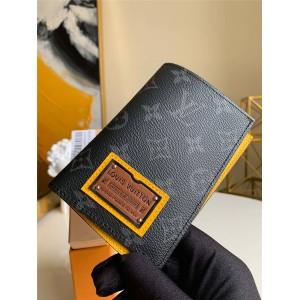 路易威登lv英国官网新款Gaston Labels 限量版系列男士护照套钱包