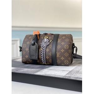 路易威登lv官网中文官方网KEEPALL系列刺绣公仔小人枕头包M45652