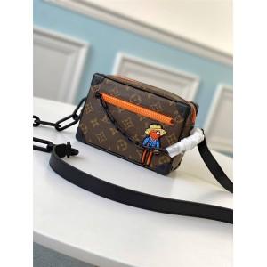路易威登官网广州lv批发男包刺绣小人MINI SOFT TRUNK 链条包盒子包M80159